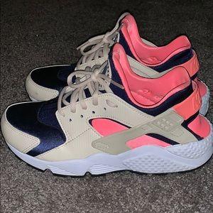 Woman's Nike huaraches